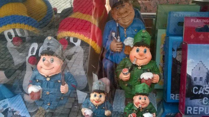 Szwejkowe suweniry w Pradze