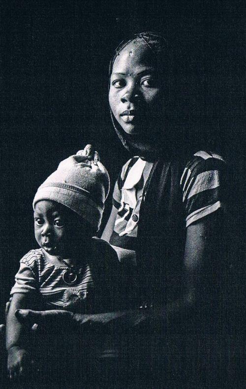 16-letnia Jara z synkiem. Ojcem dziecka jest jeden z oprawców z Boko Haram.