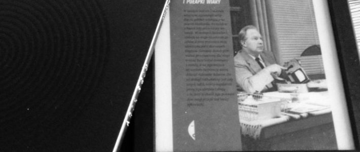 """Nowe ruchy religijne pod lupą, czyli """"Droga do wyzwolenia"""" Lawrence'a Wrighta"""