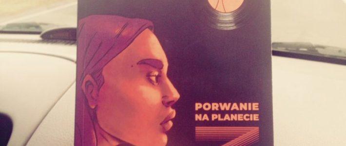 """Książkowy niezal, rosyjskie rapsy i spiritual jazz, czyli """"Porwanie na planecie Z"""" Natalii Kuntić"""