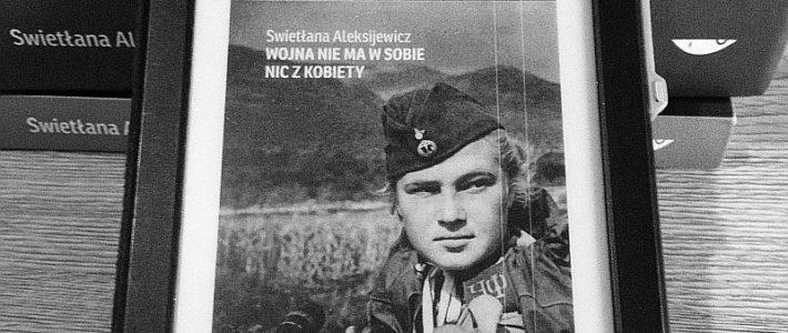 """Lektura obowiązkowa, czyli """"Wojna nie ma w sobie nic z kobiety"""" Swietłany Aleksijewicz"""