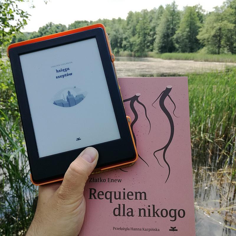 Księga szeptów i Requiem dla nikogo
